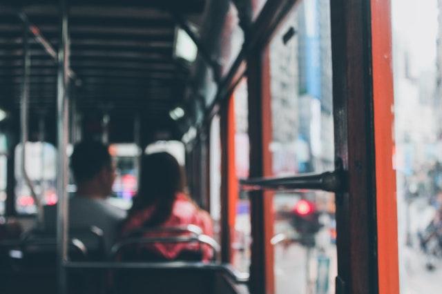 Červený autobus s dvoma cestujúcimi.jpg