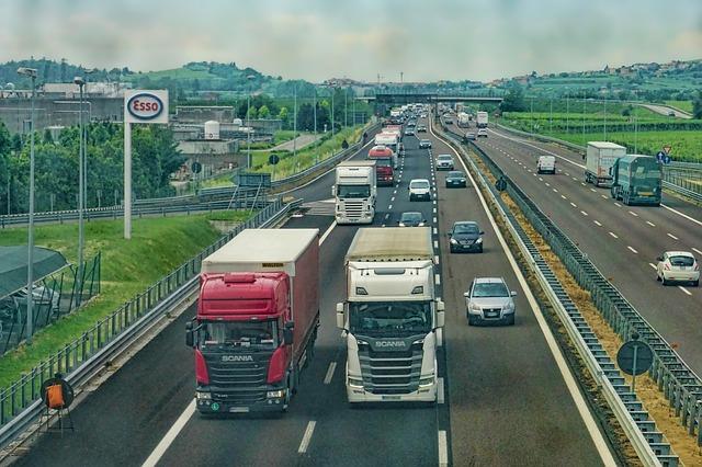 Premávka na dialnici.jpg