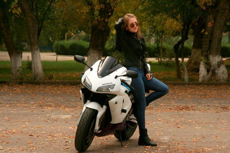 Motorka, žena, model.jpg