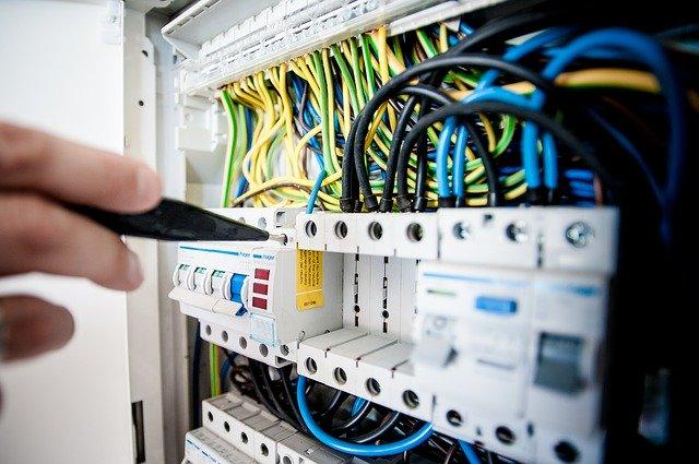 Oprava elektriny, elektrikár